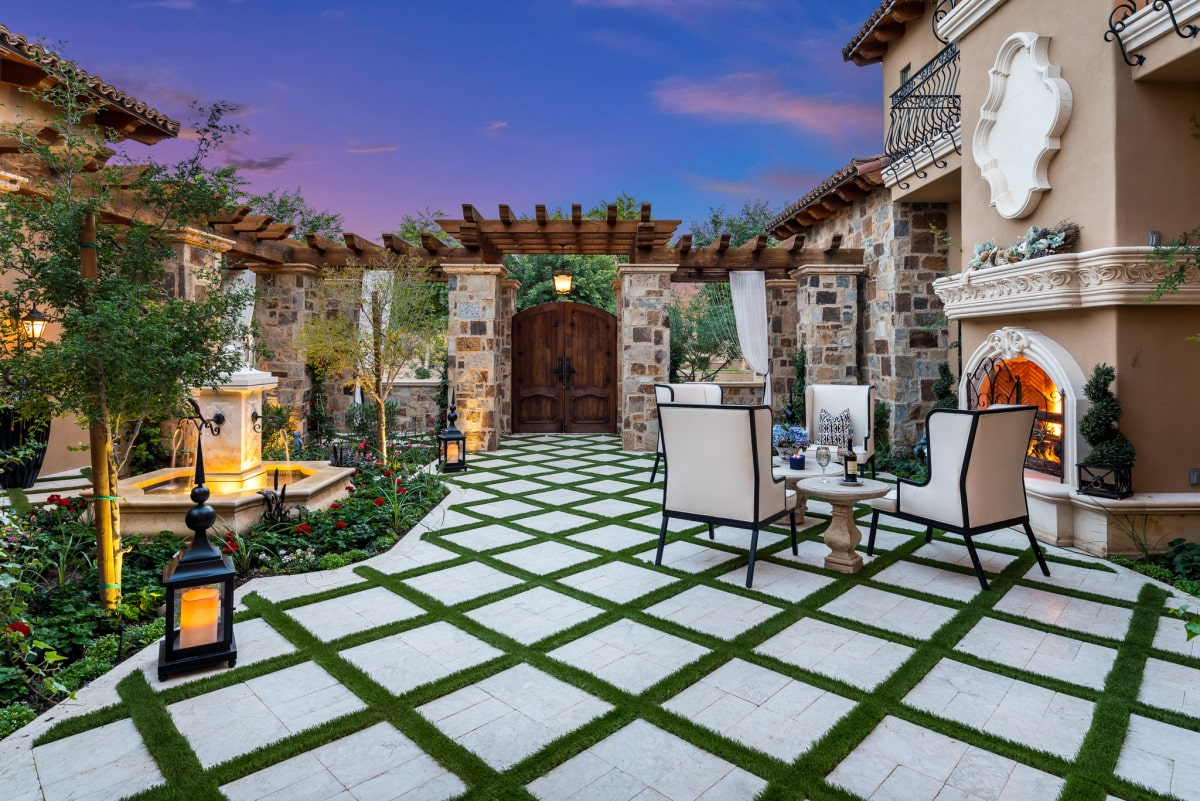 Spectacular Courtyards